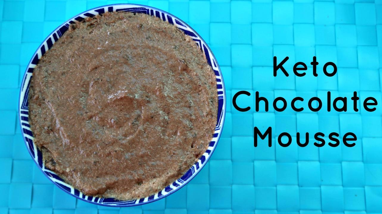 Tazón de mousse de chocolate keto