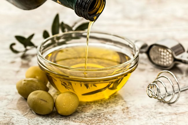 olive oil and flavours for tuna salad