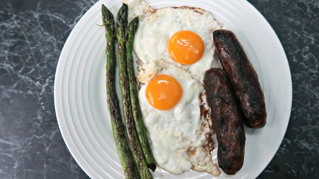 Low carb breakfast fry up