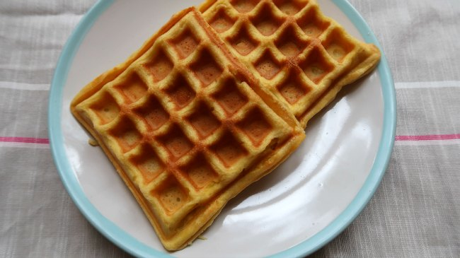 Low Carb & Keto Friendly Almond Flour Waffles Recipe
