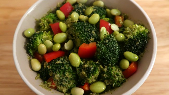 Easy Vegan Salad with broccoli, pesto and peppers
