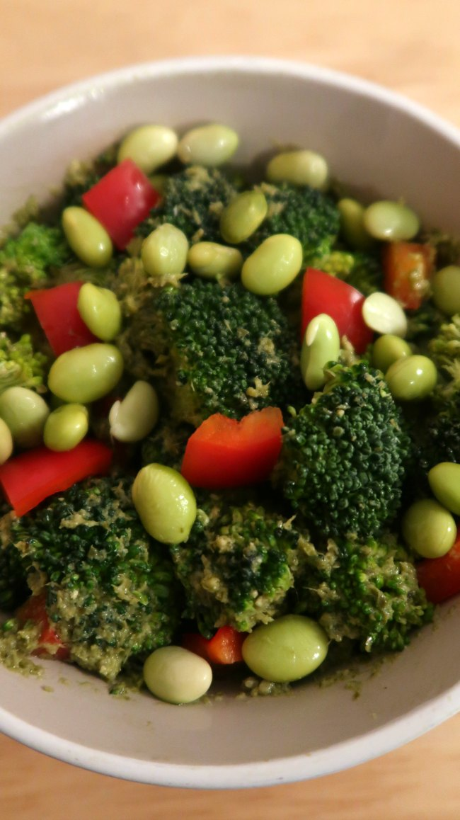 Easy and Healthy Vegan Broccoli Salad with pesto and peppers