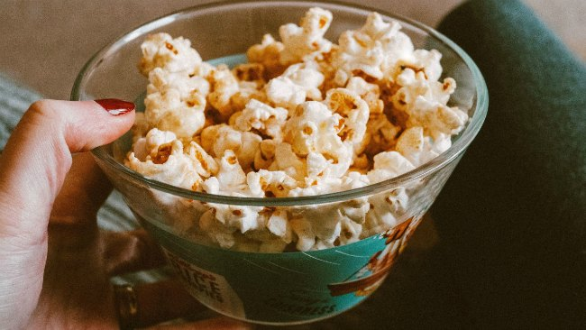 Easy vegetarian snack - popcorn