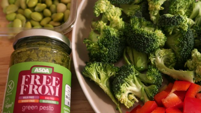 Ingredients for easy vegan salad with broccoli, pepper and pesto