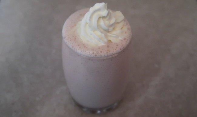 Easy low carb keto strawberry cheesecake smoothie recipe