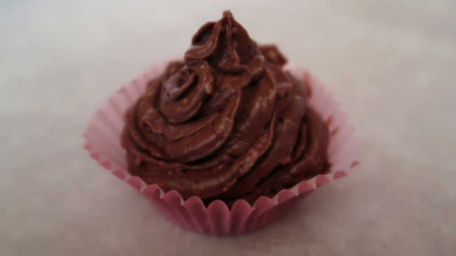Chocolate Cream Cheese Frosting Recipe - How to make easy homemade dark chocolate whipped cream cheese icing with cocoa powder