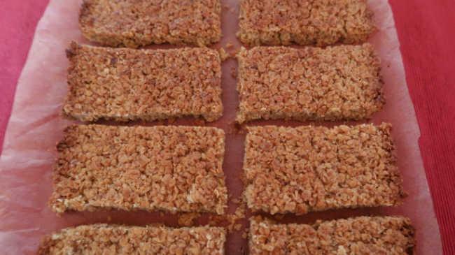Baked Granola Bar Recipe - easy 4 ingredient oat bars