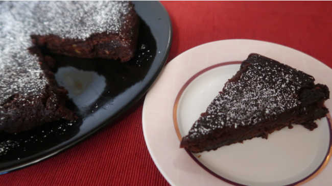 Gooey Chocolate Orange Cake Recipe – Easy Nigella Lawson inspired flourless gluten free dessert
