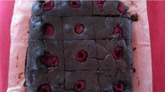 How to make a gluten free brownie dessert with almond flour